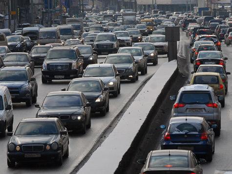 Пробка растянулась от столичного района Жулебино за МКАД до Третьего транспортного кольца