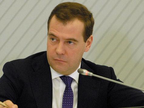 Медведев утвердил пенсионную формулу. Сколько будет получать он сам?