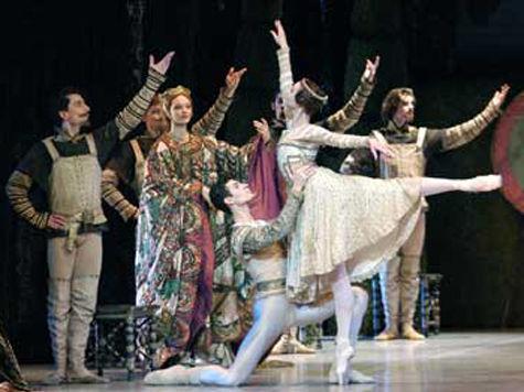 12 марта в час дня к зданию на Скаковой улице дому номер 3, где базируется «Государственный академический театр классического балета Касаткиной-Василева», подъехал автобус с ОМОНОМ