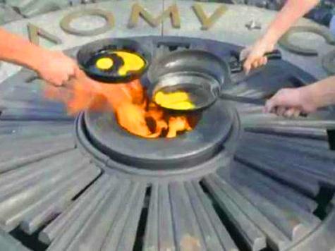 Вечный огонь в Киеве превратили в конфорку
