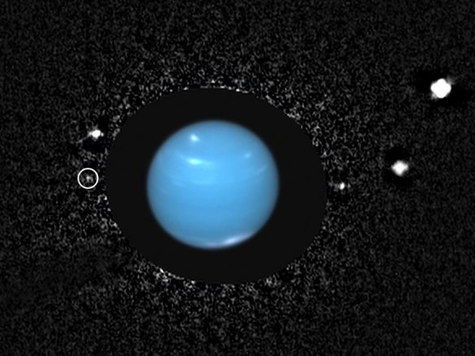 У Нептуна найдена загадочная луна