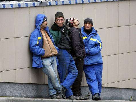 Депутаты взялись за мигрантов: срок временного пребывания без визы сократят до 45 суток