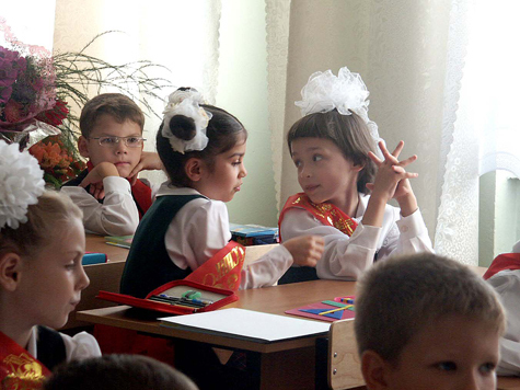 Жительница Москвы засудила школу за рану на руке дочки, которую та получила, сидя за партой