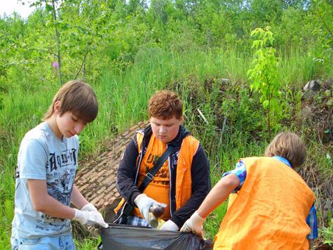 Школьники сделали город Дзержинский чистым за очень смешные деньги