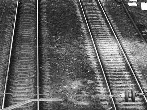Пассажирский поезд врезался в платформу во Франции. Есть погибшие