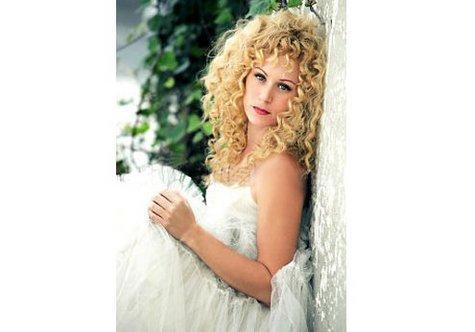 Выбор свадебного платья - один из самых главных вопросов для невесты в период предсвадебных хлопот