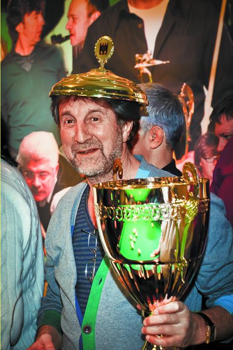 В свой день рождения известный актер выиграл бильярдный трофей