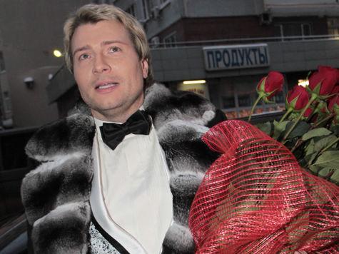 В день Святого Валентина Николай Басков собрал все цветы в зале