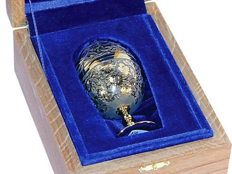 Носить при себе... яйцо-трансформер или колокольчик с российским гербом смогут теперь чиновники самого высокого ранга