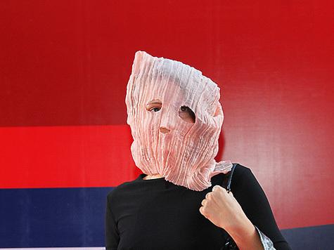 ММКФ посетила дама в маске Pussy Riot