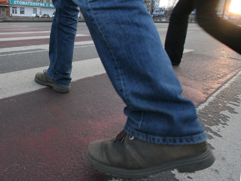Пешеход ехал на тот свет под колесами фуры 30 километров