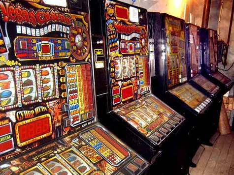 Игроман зарубил трех человек в поисках денег  на развлечения