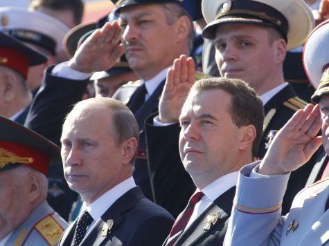 Парад Победы: слезы ветеранов, детский смех и личный пилот президента