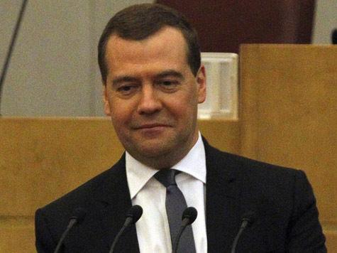 Медведев приказал заморозить тарифы ЖКХ за три дня