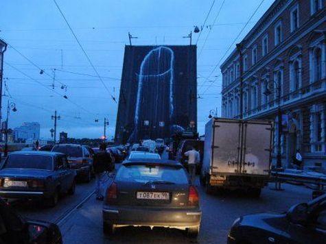 Литейный мост разрисовали непристойно