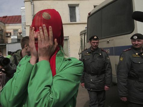 Уголовное дело участниц Pussy Riot направлено в суд