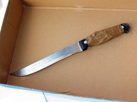 Мужчина спас жизнь своему задыхающемуся сыну с помощью ножа и авторучки