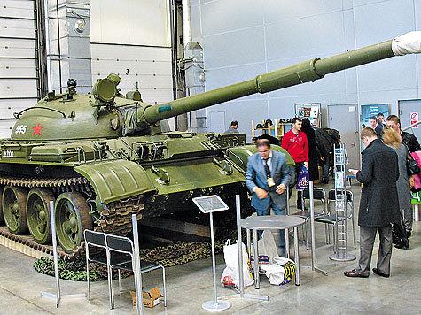 В розничную продажу поступили бронетехника и военные самолеты