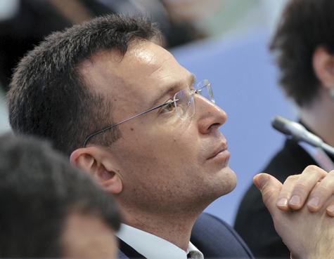 Главу Росмолодежи освободили от должности. Он делает партию при помощи «наемников»