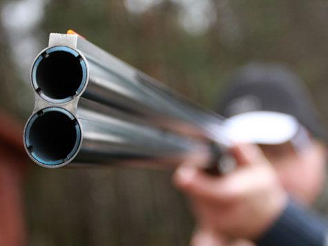 Подросток застрелился, осматривая отцовское ружье