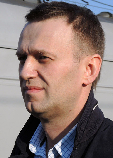 Навальный хочет получить партбилет