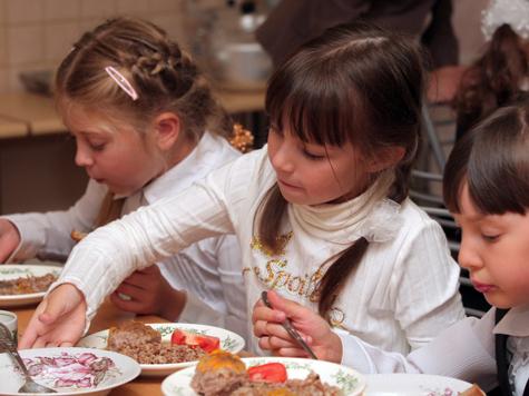 Комбинат питания спутал учеников с дюймовочками