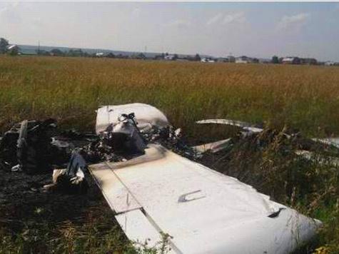 """Легкомоторный самолет """"Евростар"""" рухнул возле подмосковного аэродрома """"Дракино"""""""