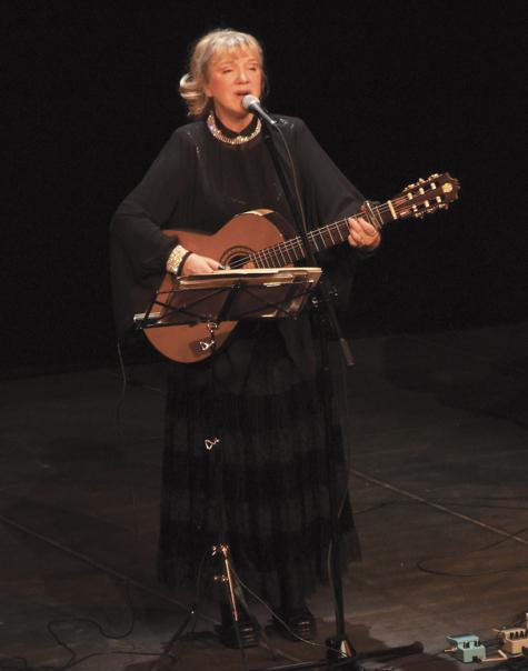 Оказалось, что исполнительница народных песен и романсов долгое время не знала, кто является создателем музыкального шедевра