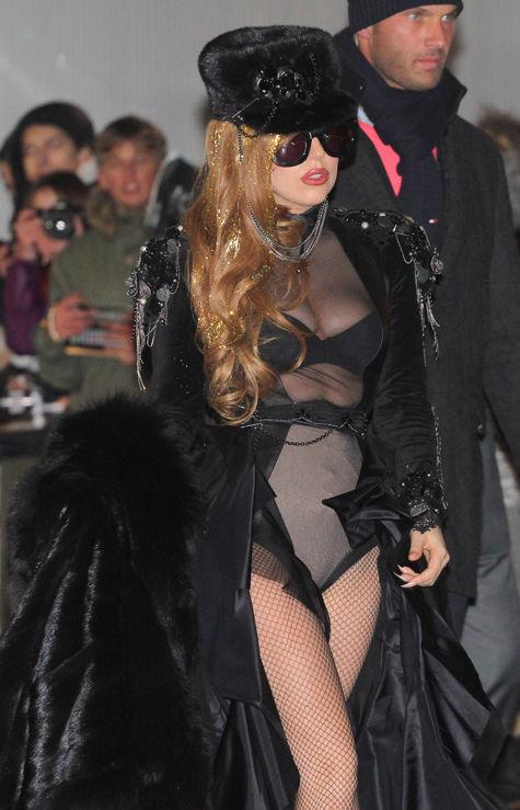 Леди Гага приехала в Москву полуголой