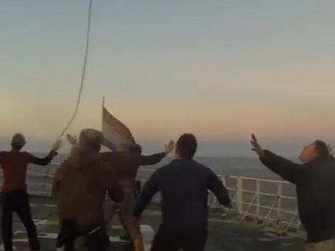 Кто кого? Опубликовано видео захвата сотрудниками ФСБ судна Arctic Sunrise