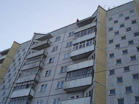 Чудом удалось выжить 17-летнему молодому человеку, упавшему в ночь на воскресенье с крыши 12-этажного дома на востоке столицы