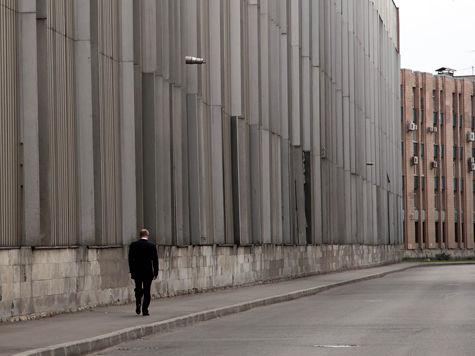 Путин в одиночестве прошествовал по Петербургу