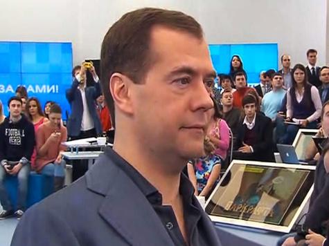 """Медведев пообещал блогерам не уходить из Сети: """"Более того, буду свое присутствие там расширять"""""""
