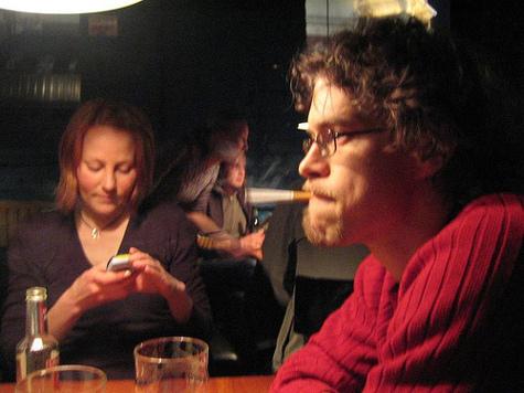 Исследователи заметили, что SMS-ки помогают бросить курить