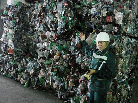 """Спецкор """"МК"""" узнала, как на мусоросжигающем заводе сортируют и утилизируют все наши отходы"""