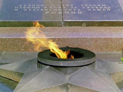 Мохамед Монтафер осквернил память геров Гражданской и Великой Отечественной войны, справив в Вечный огонь на Аллее Героев малую нужду