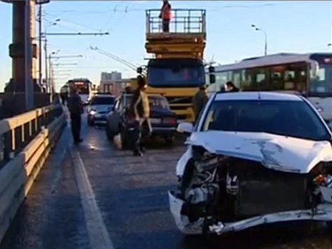 Десятки автомобилей попали в ДТП на северо-востоке Москвы