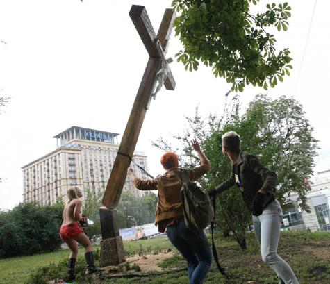 Картинки по запросу фемен спилили крест в киеве