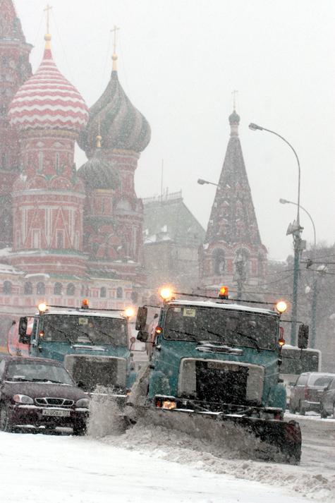 Москва встретила пробки со снегом