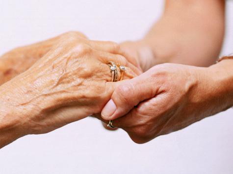 Позволить себе бесплатную сиделку смогут теперь чуть больше пожилых граждан Московской области
