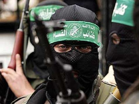 Карикатура последних дней в одной из палестинских газет: два автомата Калашникова - на стволах руки в белых перчатках - рукопожатие ХАМАС и ФАТХ.