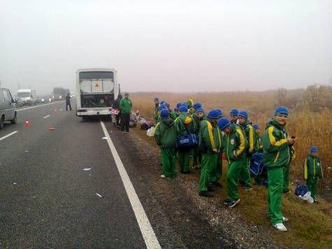Автобус с молодыми футболистами попал в аварию на Ставрополье: погиб экс-вратарь «Анжи»