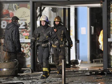 В Риге у торгового центра вновь обрушилась крыша