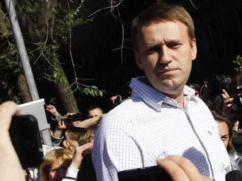 Навальный: Путин представляет себя императором