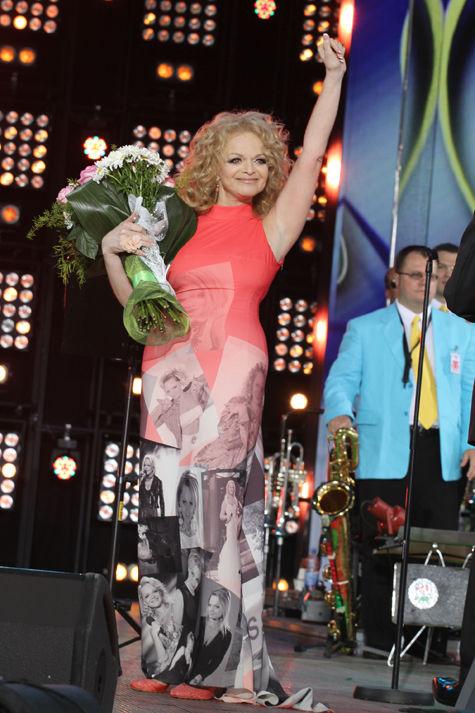 Лариса Долина закрыла фестиваль сольным концертом