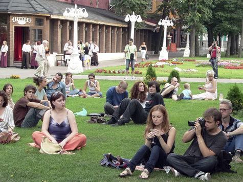 В столичных парках можно будет зарядить телефон