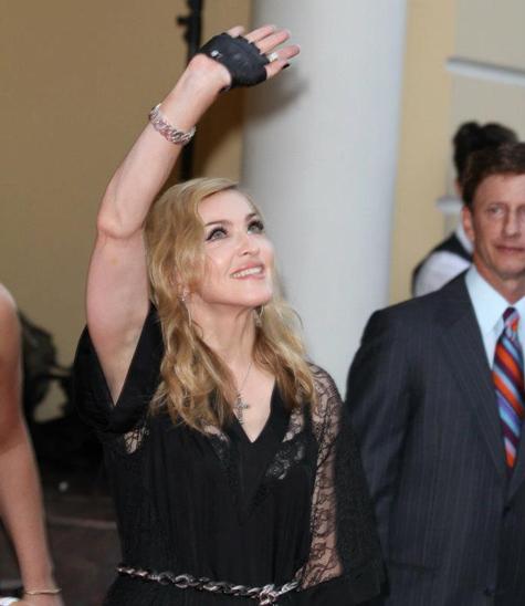Мадонна маской и речью поддержала Pussy Riot