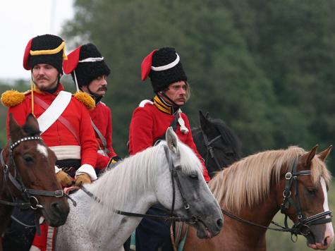 Русские искупают лошадей в Сене