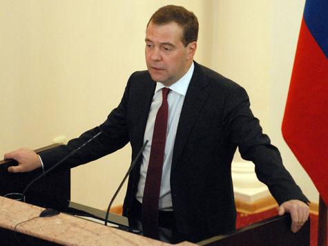 Медведев потребовал наказать пиратов-экологов по полной программе