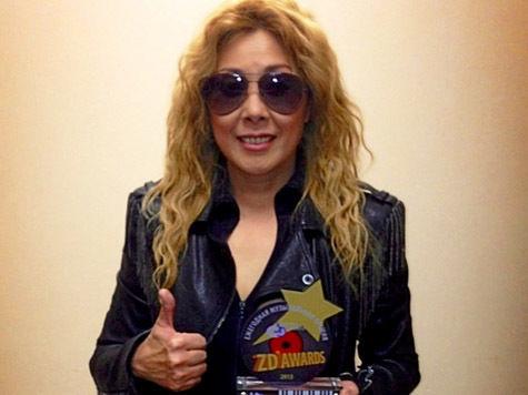 Анита Цой, еле выжив, наконец получила награду ZD awards